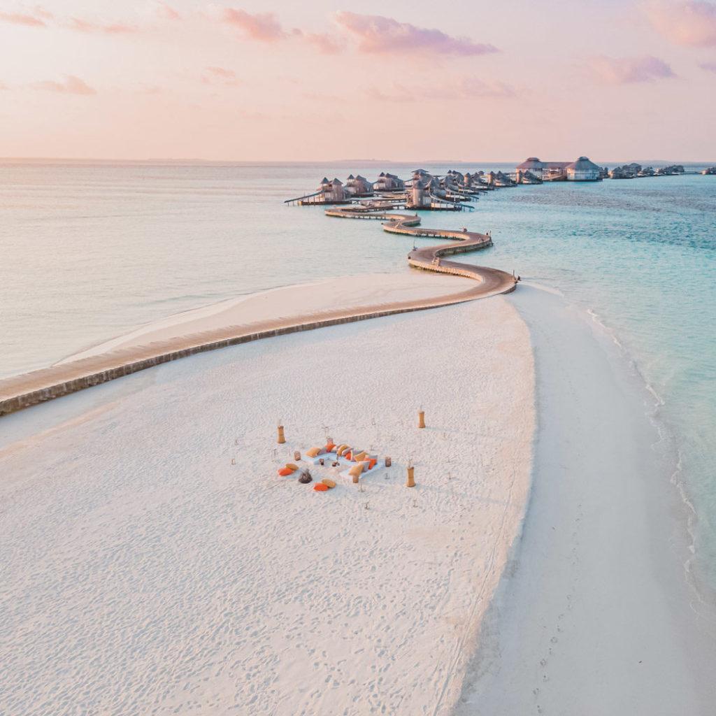 Sandbank und Steganlage des Soneva Jani