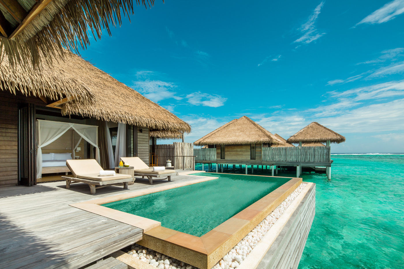 Pool-Deck einer Water Villa