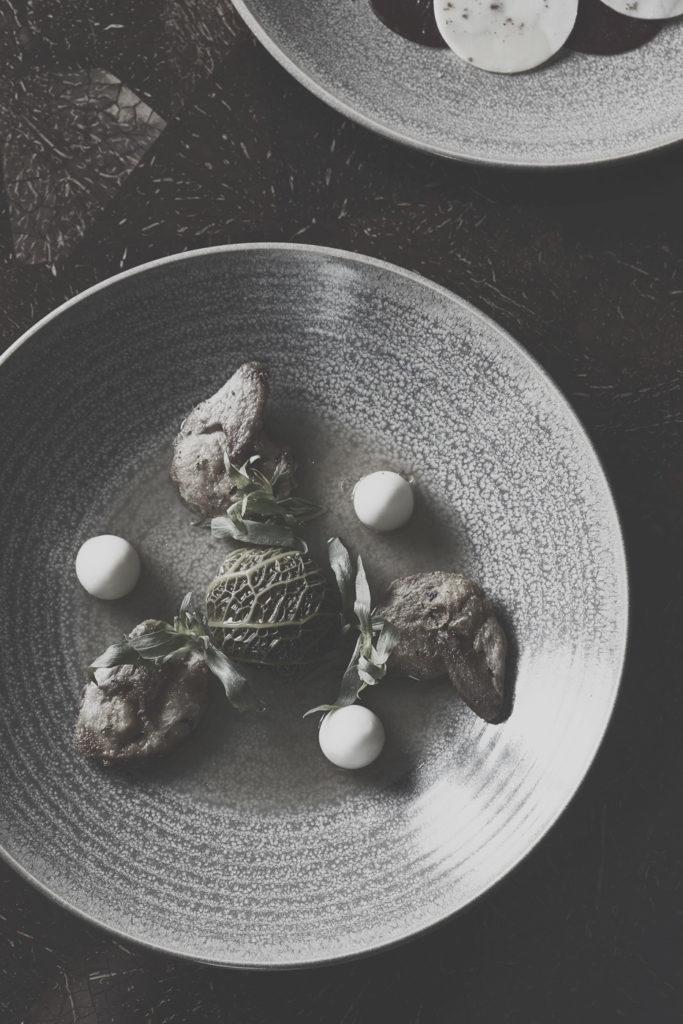 Speise auf Teller im Botanica Restaurant