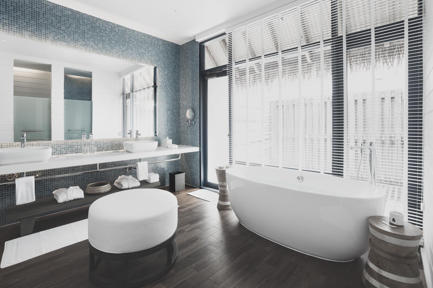 Badezimmer einer Wasservilla des COMO Cocoa Island