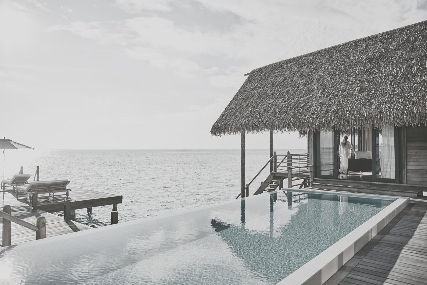 Pool einer Wasservilla im COMO Cocoa Island