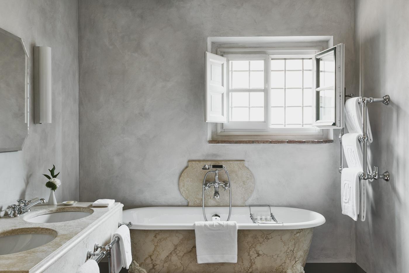 Innenansicht des Bads eines Hotelzimmers